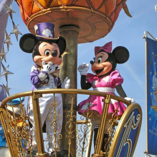Disney is the happiest place on Earth, and as a mom, my kid's happiness takes priority over everything. But trips are financially consuming, and I love to save money. Did you know there are several FREE things to do at the Disney Parks? Here are 10 Disney Freebies You Probably Missed Out On