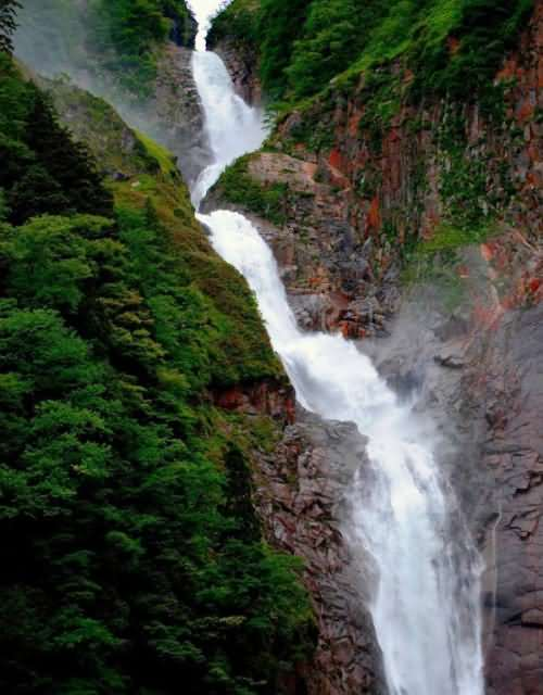 10 Tallest Waterfalls in Japan