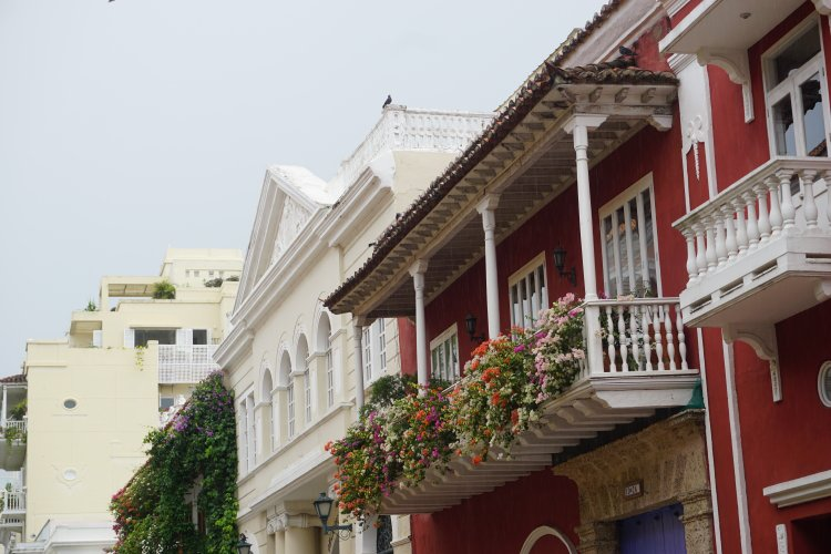 Colourful and flower-adorned balconies in Catagena, Colombia.