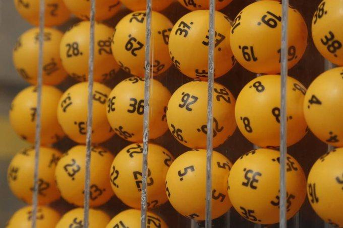 Lotto balls in machine