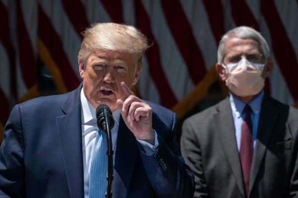 Trump critica a la administración de Biden por la pausa de vacuna Johnson & Johnson
