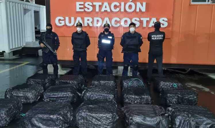 Armada ecuatoriana decomisa 2 toneladas de droga frente a las costas de Manabí