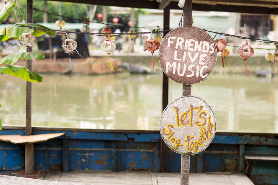 Friends, live music