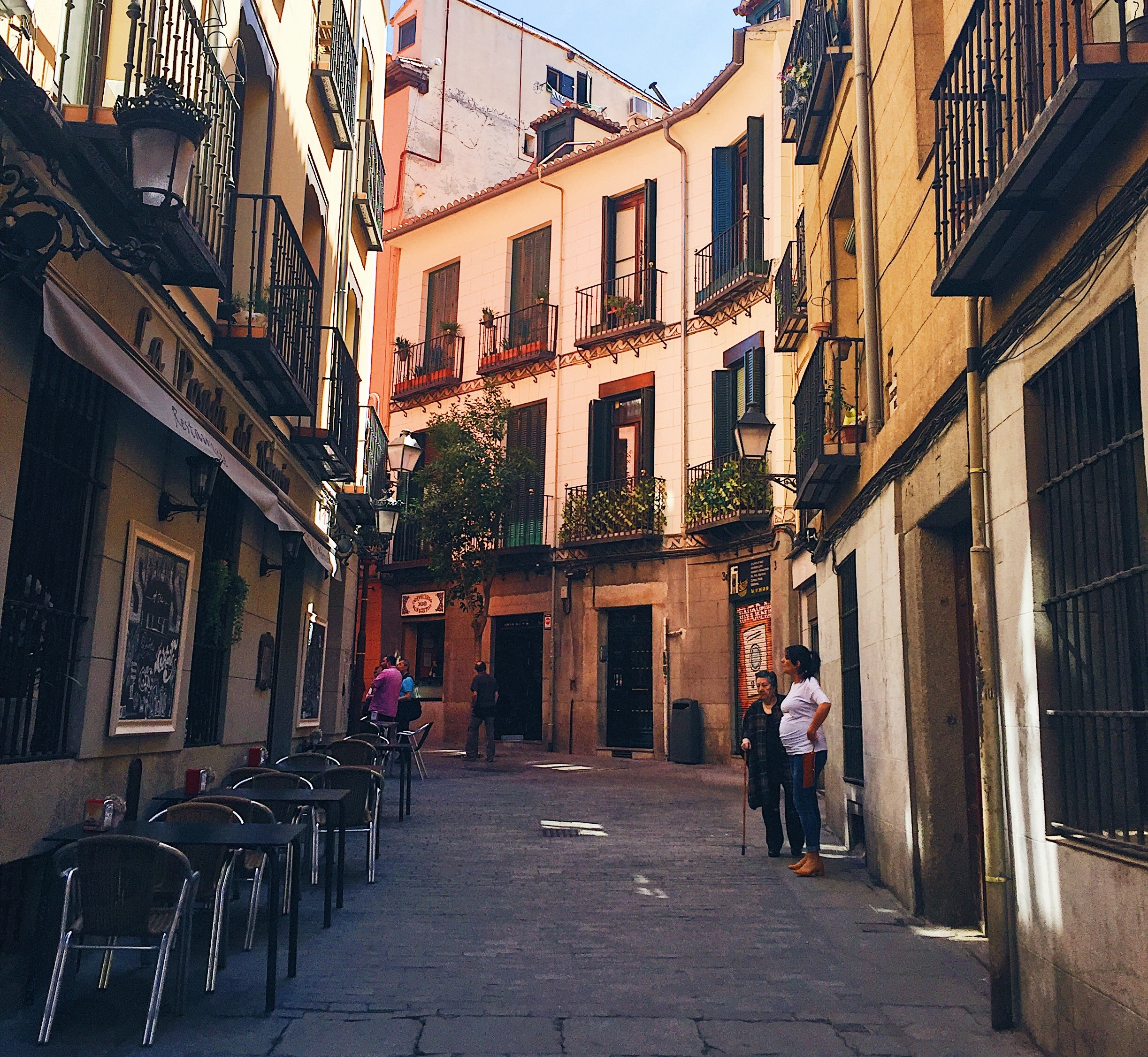 LIVING & TEACHING IN SPAIN PART 2: Finding an Apartment in Madrid, Spain