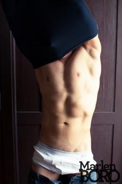 Marlen Boro naked man torso avklädd naken man