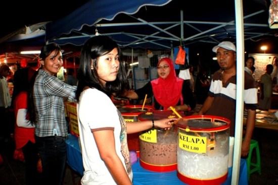 test-7-hacks-every-malaysian-should-know-when-buying-food-at-a-bazaar-ramadan-world-of-buzz-15 7 Hacks Every Malaysian Should Know When Buying Food at a Ramadan Bazaar