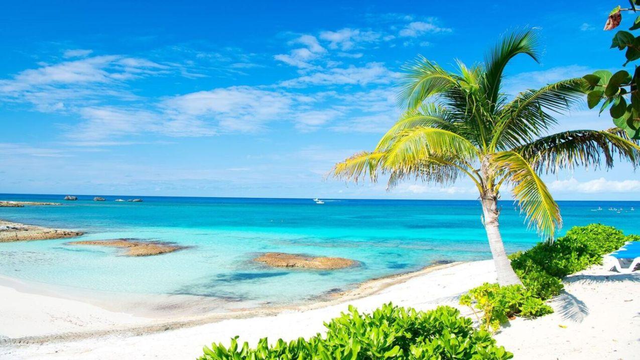 Bahamas beach min