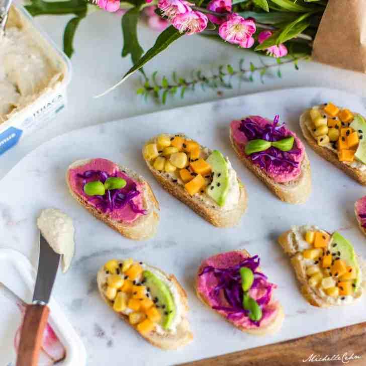 Vegan Crostini Appetizer With Hummus & Veggies | WorldofVegan.com | #vegan #vegetarian #healthy #snacks #food #photography #hummus