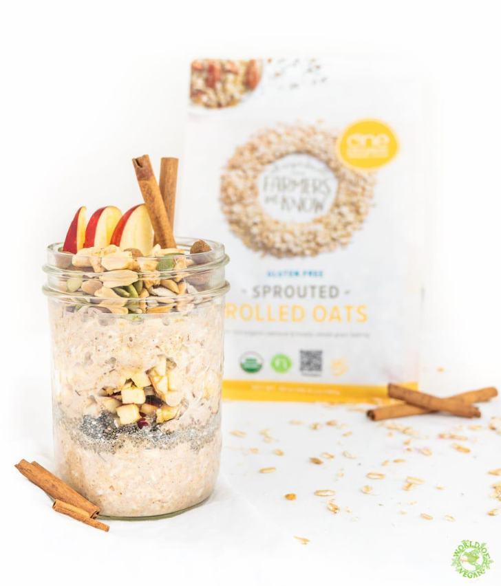 Apple Pie Overnight Oats Recipe | WorldofVegan.com #vegan #vegetarian #breakfast #oatmeal #healthy