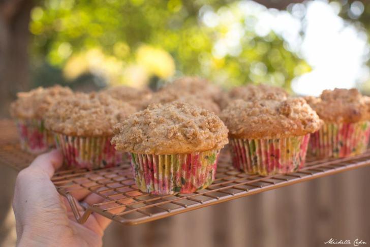 Apple Cinnamon & Banana Vegan Crumb Muffins   WorldofVegan.com