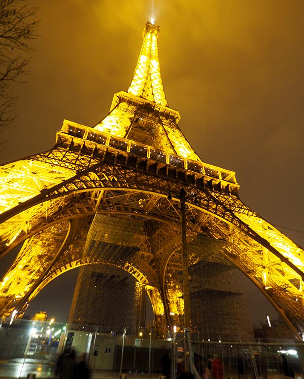 8Tour Eiffel noche