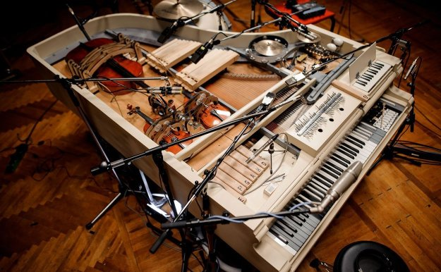 """Image showing the """"Super-piano"""" with additional instruments and 17 microphones"""