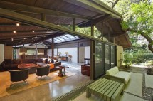 Actress Tori Spelling Ready Give Encino Home - World