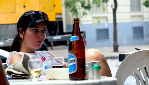 Chica Enjoying Quilmes Stelmo