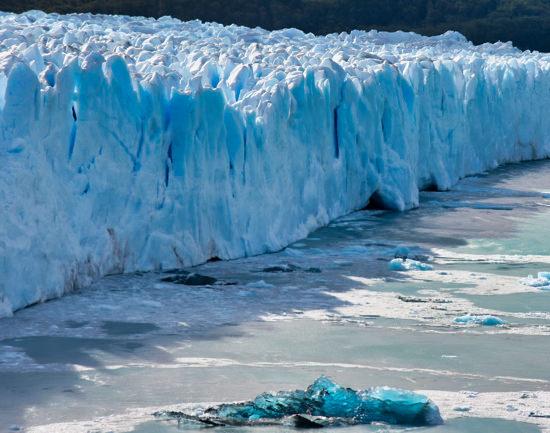 Glaciar Breaking
