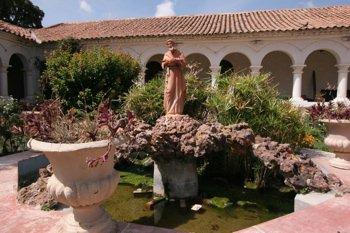 Recoleta Courtyard Sucre Bolivia-3