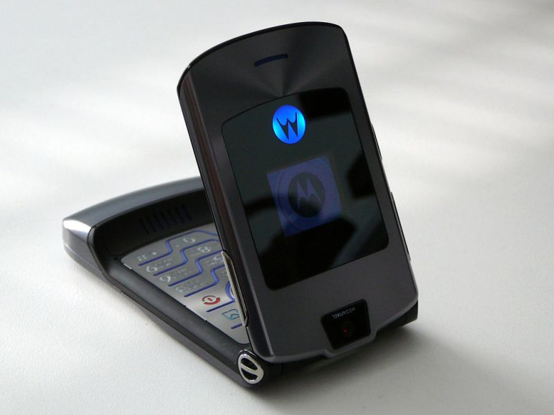 Phone - Motorola RAZR is a must come back old phones