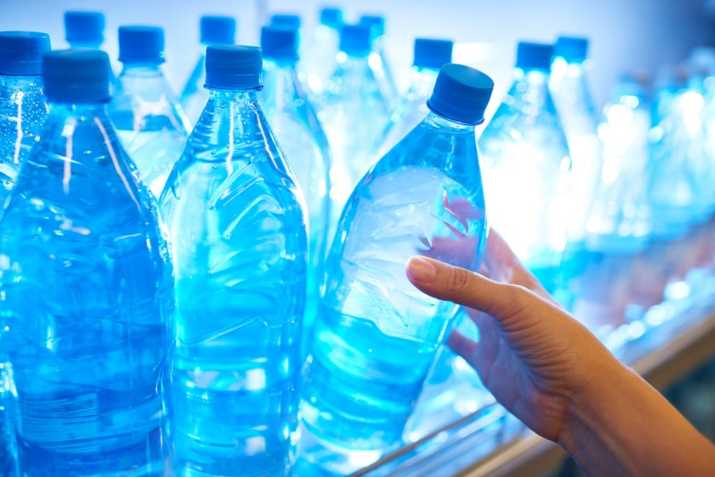 disadvantages of reusing plastic water bottles