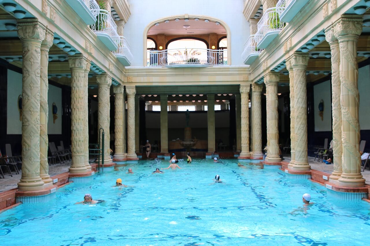 A Look Inside Budapest\'s Top Thermal Spas - World Travel Adventurers ...