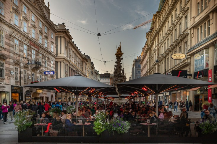 Graben strasse late afternoon