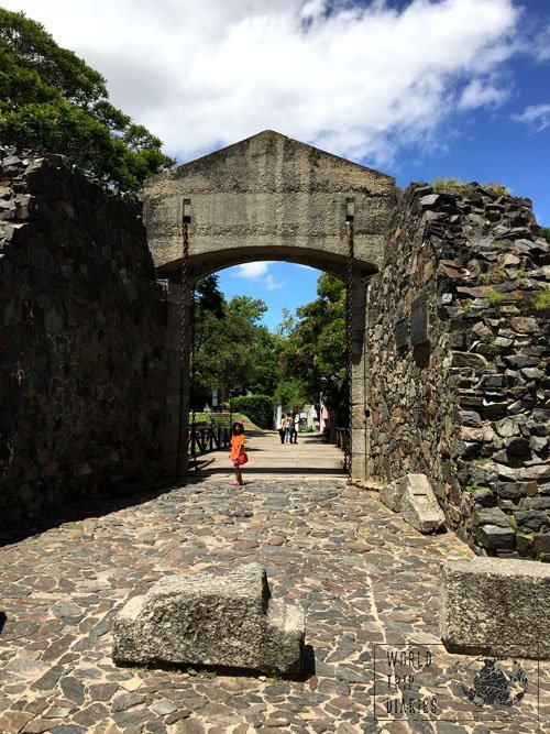 colonia uruguay stone gates
