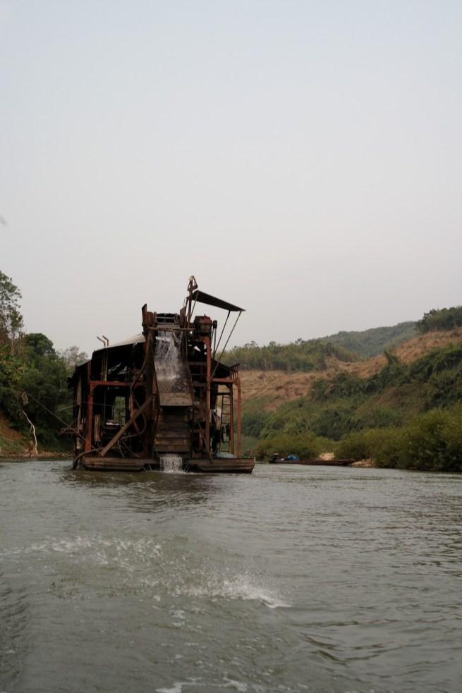 Sur la Nam Ou de Muang Khua à ong Khiaw - www.worldtrips.fr