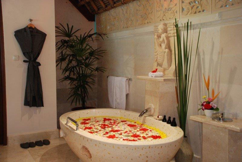 Viceroy Bali spa flower bath