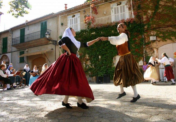 Valldemossa Folk dancing in Mallorca Spain