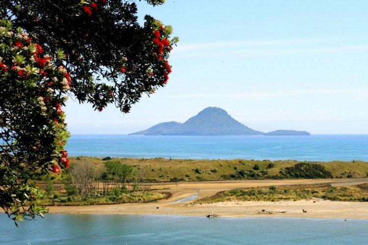Nga-Tapuwai-o-Toi hike Whakatane New Zealand Whale Island