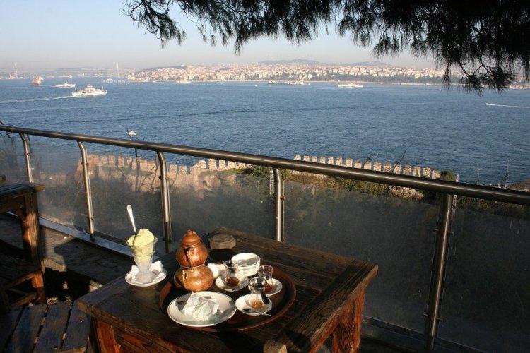 Tea overlooking the Bosphorus, Istanbul