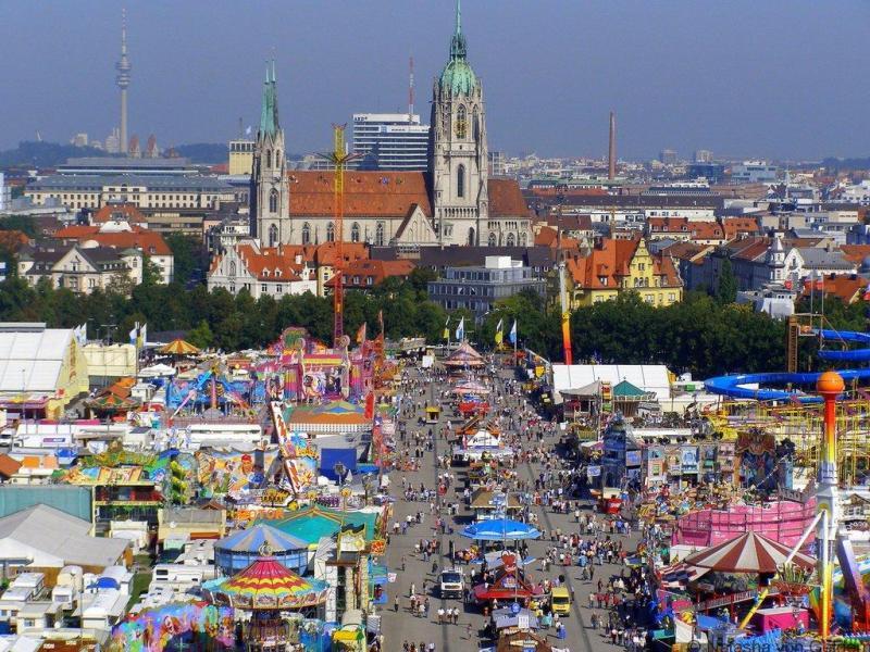 Oktoberfest-funfair-in-Munich