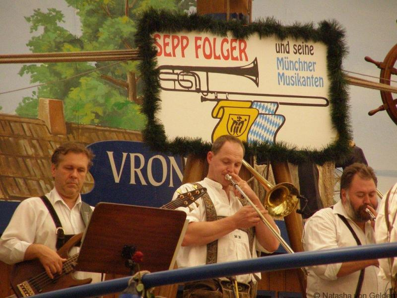 Oompah-band-at-Oktoberfest-Munich