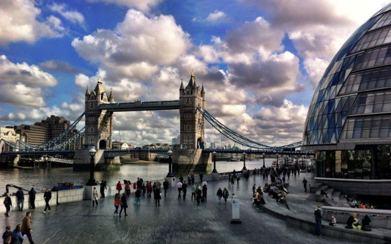 tower-bridge-and-city-hall-london