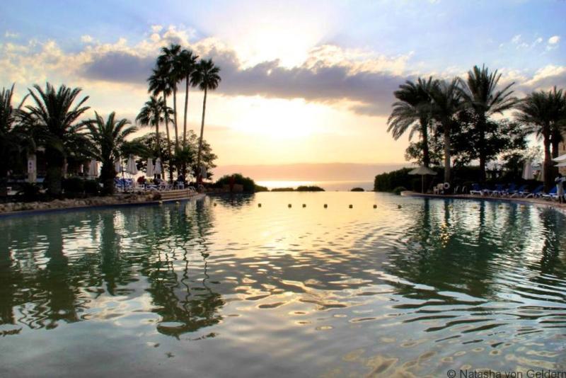 Movenpick Dead Sea Spa and Resort Jordan pool sunset