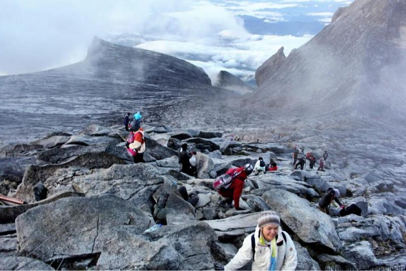 Climb Mt Kinabalu Malaysia Borneo