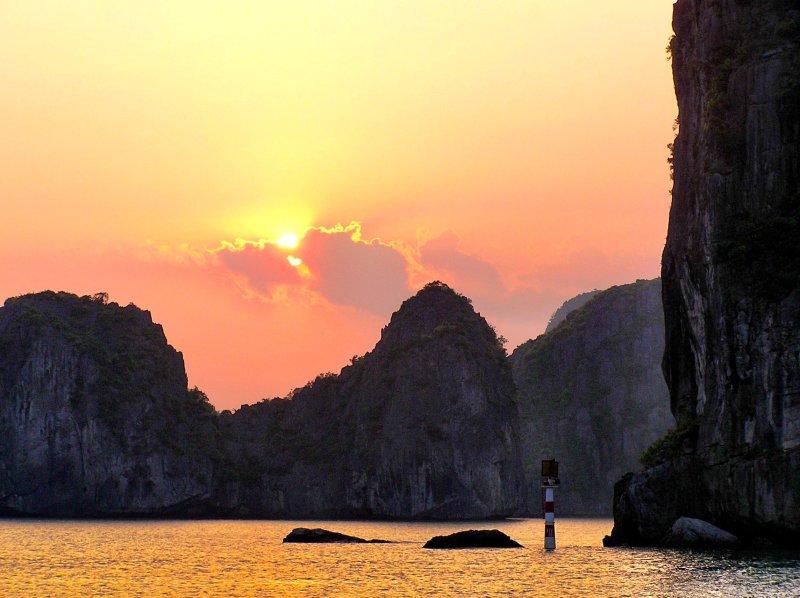Ha Long Bay cruise Vietnam sunset
