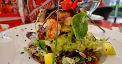 El Pimpi Prawn Avocado salad