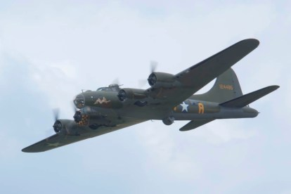 Boeing B-17 Fortress G-BEDF Flying Legends 2015