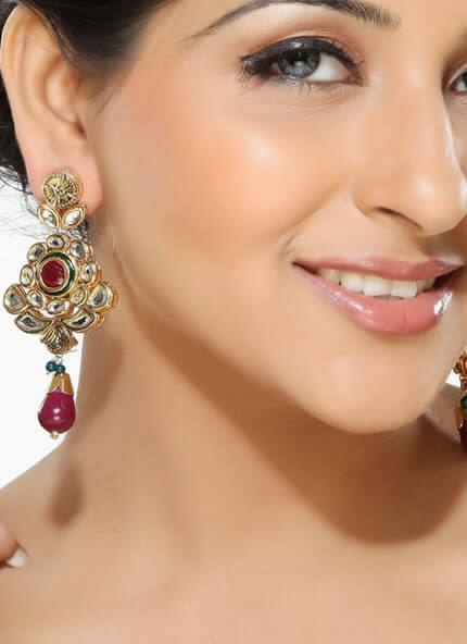 The perfect earrings for your face and how to pick them
