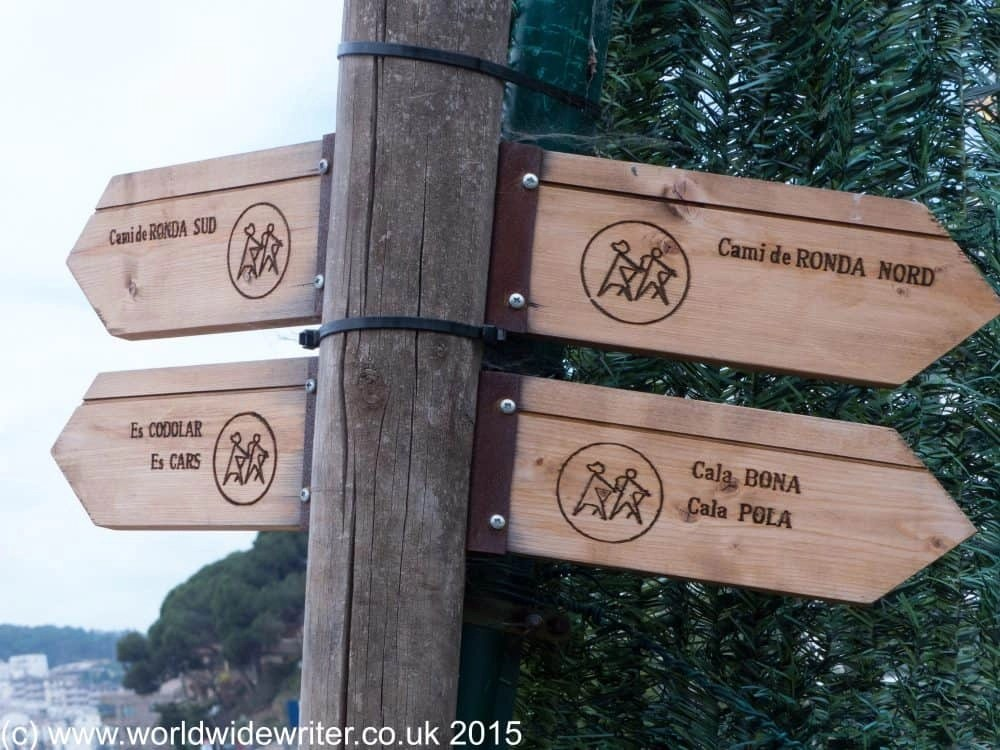 Hiking around Tossa de Mar is made simpler with waymarked routes