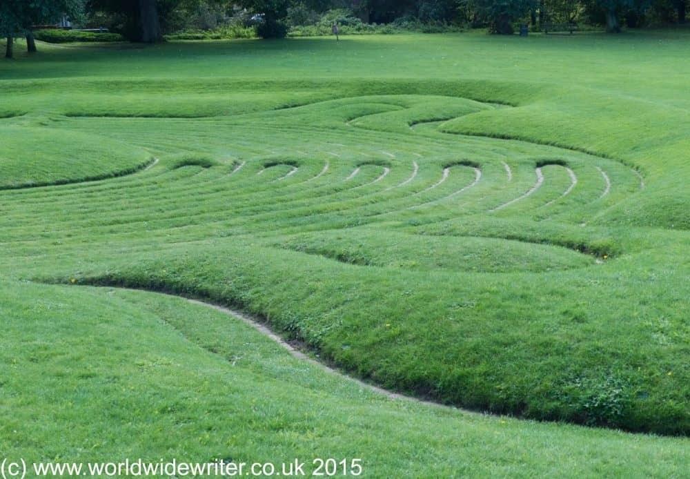 Saffron Walden maze - www.worldwidewriter.co.uk