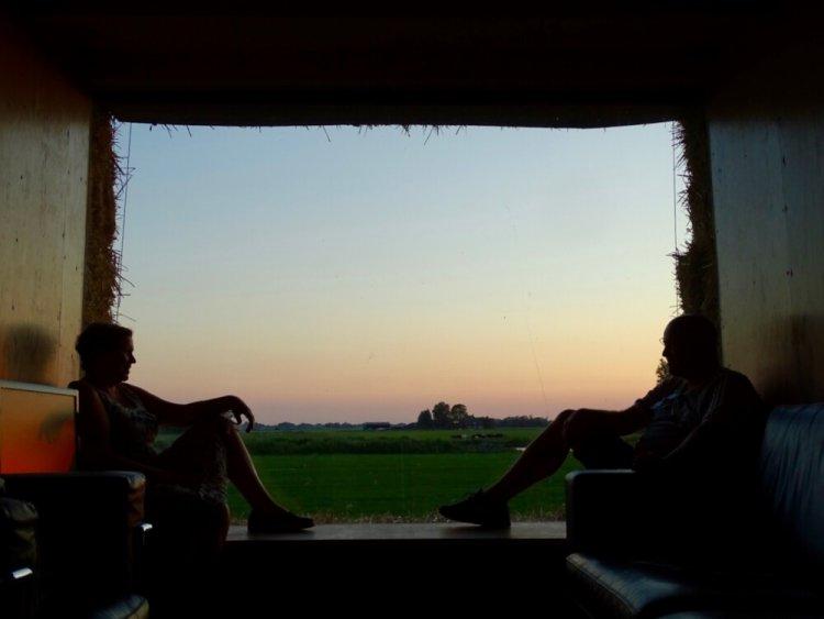 Overnachten in een strowagen op de route van de Elfstedentocht, B&B Gast op Stal Wyns Friesland