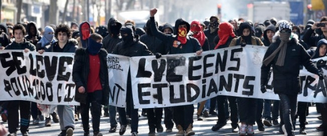 Dans les grandes villes, les lycéens et les étudiants ont bloqué certains lieux public AFP / ERIC FEFERBERG