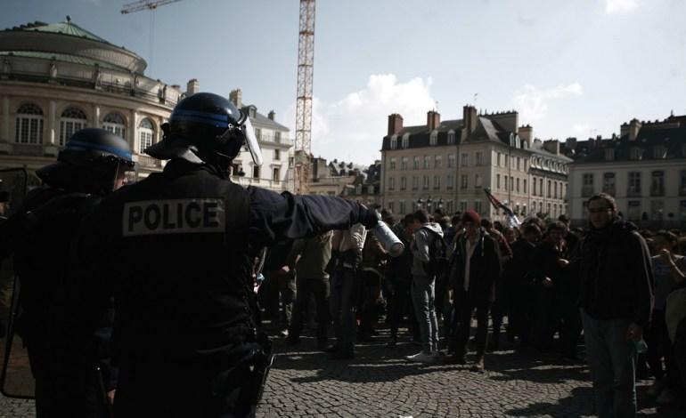 17 Avril 2016: Après avoir quitté la gare, les manifestants rejoignent la place de la Mairie, où de légers affrontements auront lieu.© Jérémie Verchere/Wostok Press