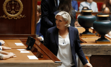 Front national : la fin de la vague bleu marine ?