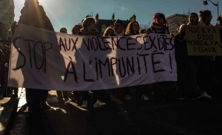 """Un des slogans :  """"Harcelée, humiliées, ça ne peut plus durer"""". © Malika Barbot / Worldzine"""