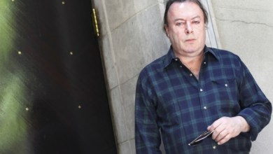 Photo of Atheist Christopher Hitchens Contemplated Conversion to Christianity, Author Larry Taunton Says