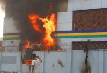 Photo of BREAKING: Hoodlums Set Lagos Police Station On Fire, Two Feared Dead.