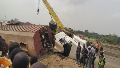 Photo of Truck Derails, Kills Pedestrian On Lagos-Ibadan Expressway.