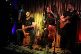 Breddermann mit Ampersand-Musikern. (Foto: Björn Othlinghaus)